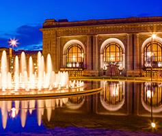 Imagen nocturna de Henry Wollman Bloch Fountain