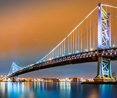Picture of Benjamin Franklin Bridge at night