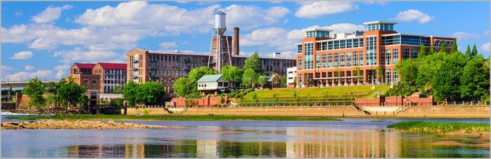 Columbus; fábricas a orillas del río