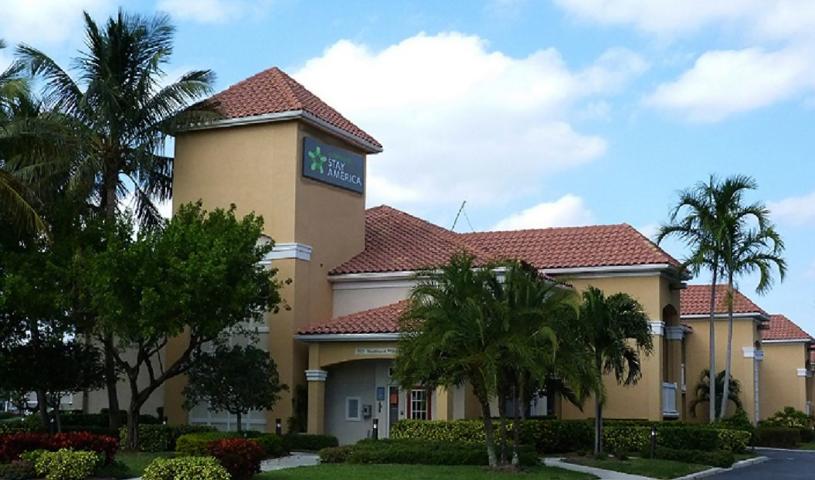 Furnished Studio – Boca Raton - Commerce