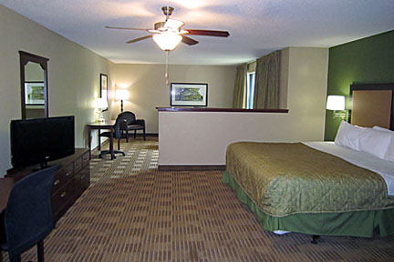 Room photo 7 from hotel Budget Suites Of America